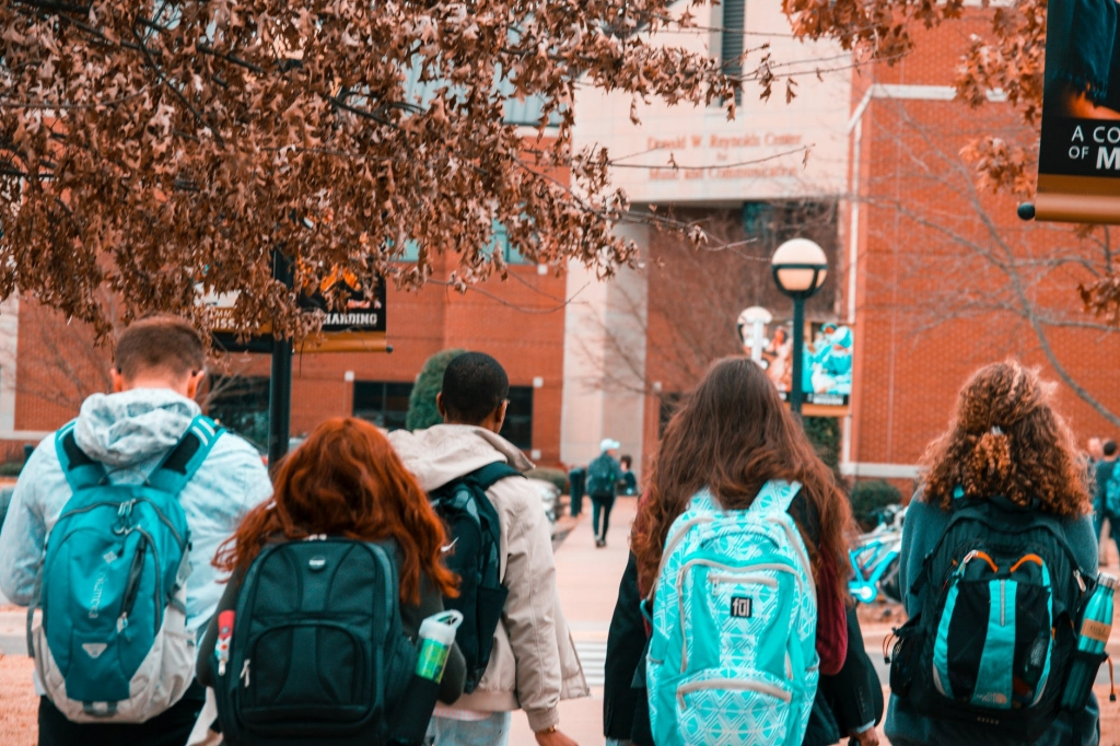 4 Steps High School Students Can Take To Get Into The College Of Their Dreams